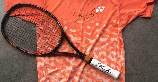 Stan-Wawrinka-s signed-t-shirt-and-racket