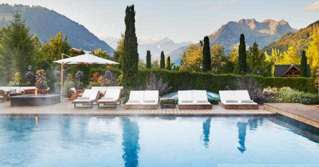 the-alpina-gstaad-pool-morning-002